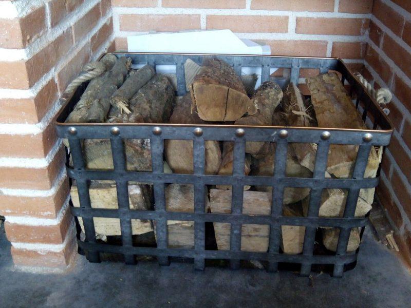 Leña del merendero de Casa Rural Bigotes. Casa Rural en Burgos.